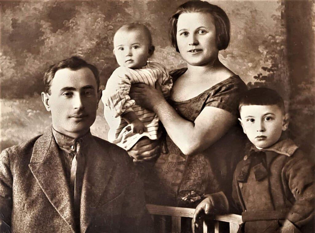 Единственное уцелевшее фото моей семьи