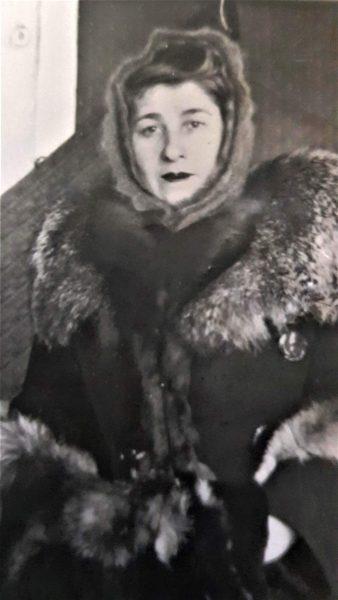 баба Соня с чернобуркой