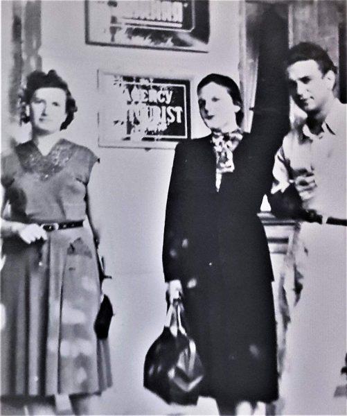 Саша Толчанов с женой и я сбоку. Людмила Равницкая. фото.