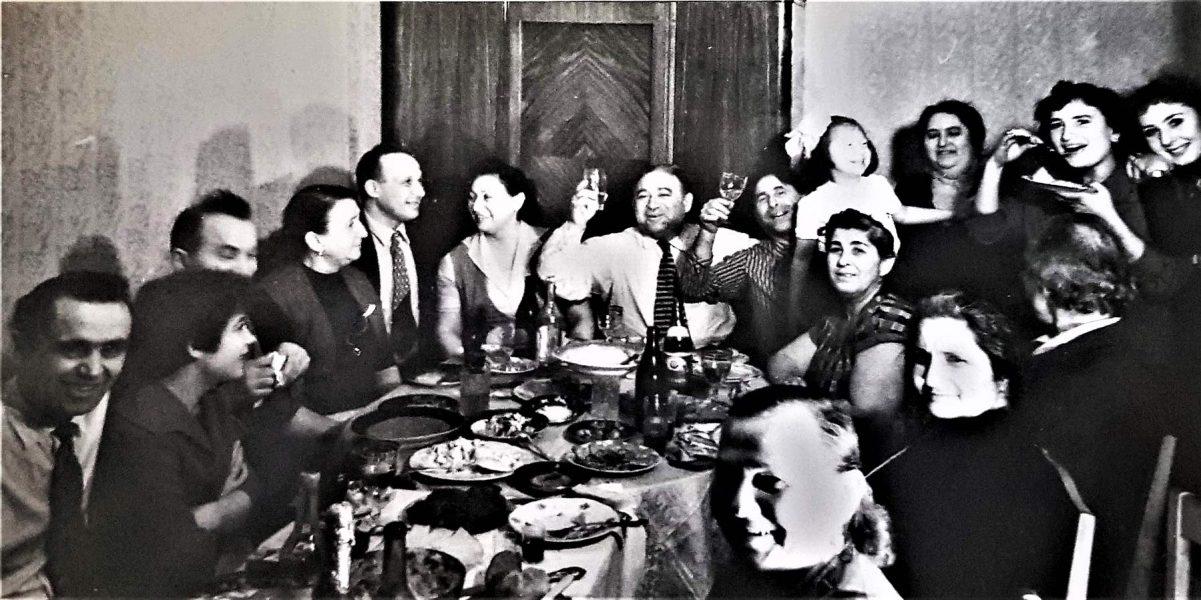 фото - Наша семья и с ней Пендельские с левого края.