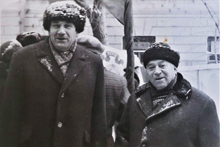 А. Левиновский со старшим Гореликом. фото.